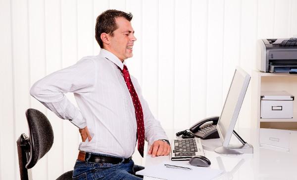 у офисного работника болит спина