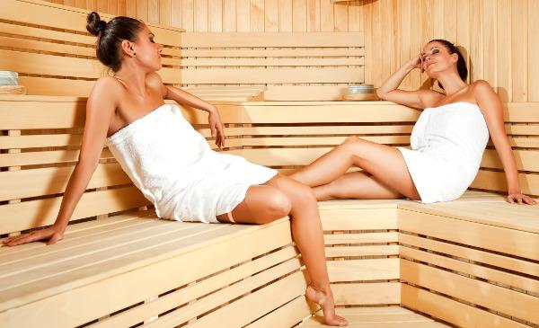 девушки парятся в бане
