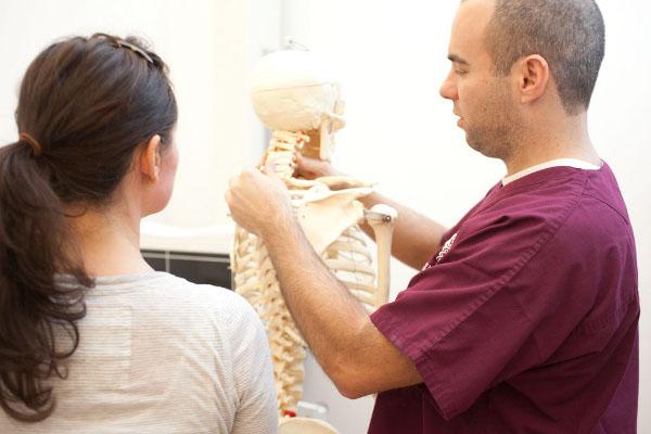 доктор и пациентка скелет