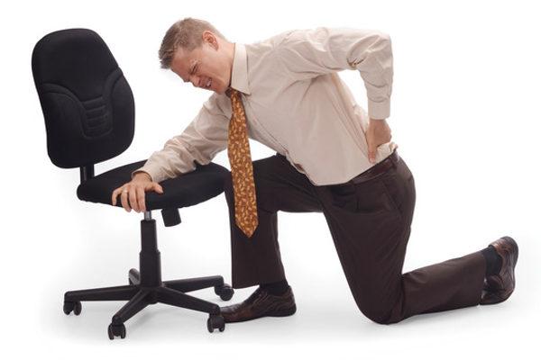у мужчины сильно заболела спина