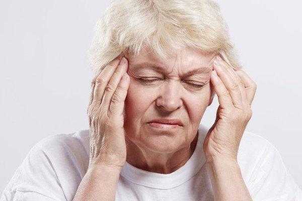 у бабушки болит голова