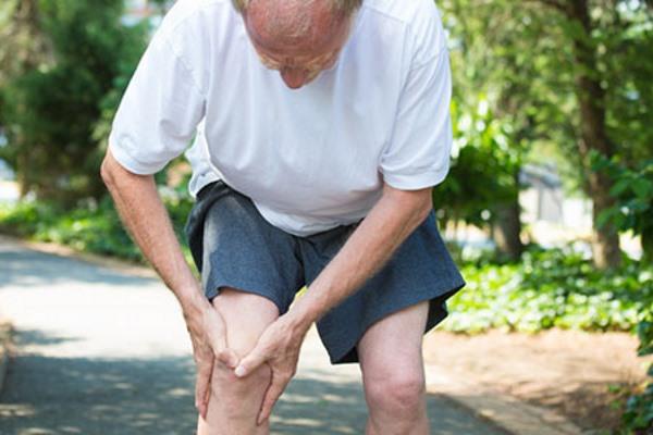 Боль при артрите у мужчины