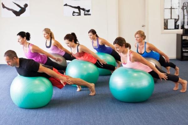 Гимнастика при ревматоидном артрите, упражнение с гимнастическим мячом