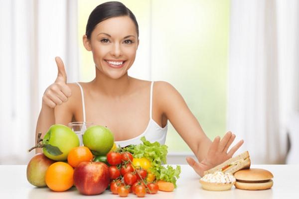 Девушка овощи фрукты выпечка сладости