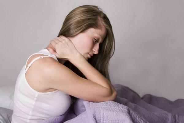 Симптомы артроза дугоотросчатых суставов, у девушки болит шея