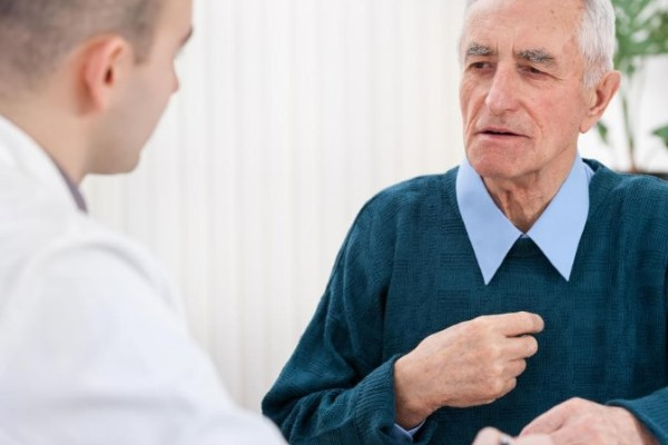 Пожилой человек на приеме у врача