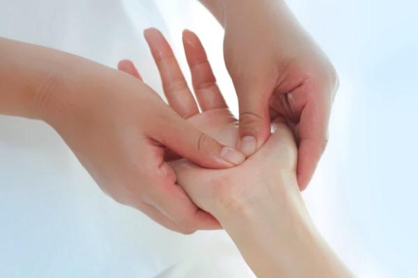чем лечить гигрому лучезапястного сустава