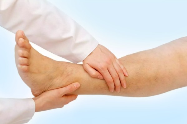 Осмотр голеностопного сустава