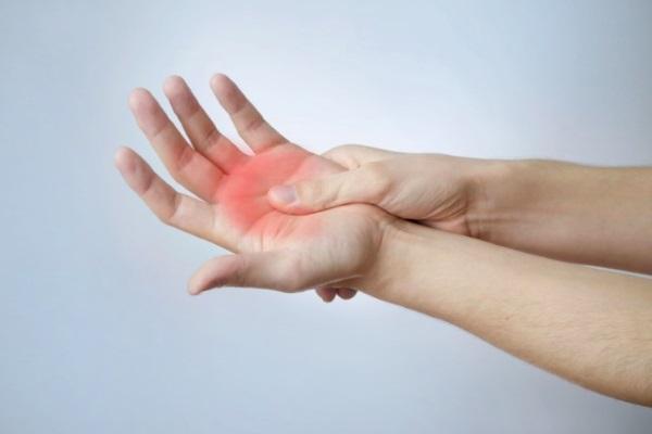 Болит кисть руки