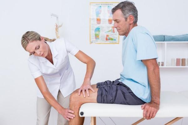 Врач ортопед травматолог и пациент