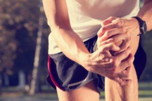 Симптомы артрита, боль в колене